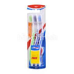 AQUAFRESH Clean & Flex Toothbrush (3 Pieces)