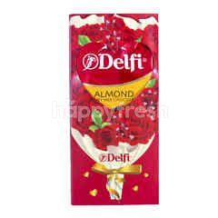 Delfi Cokelat Susu dengan Almond