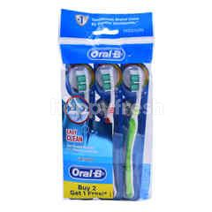 Oral-B Easy Clean Medium Toothbrush (3 Pieces)