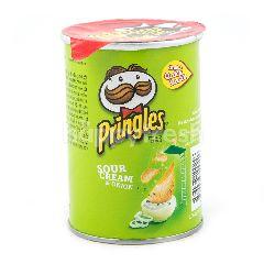 Pringles Keripik Kentang Rasa Krim Asam dan Bawang