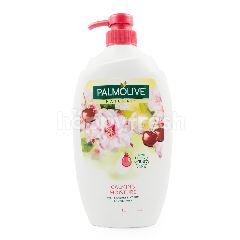 Palmolive Gel Mandi Melembabkan serta Merawat Kulit dengan Susu & Bungan Sakura
